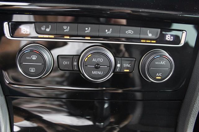 Volkswagen Golf Variant DYNAMIC PLUS EDITION SHZ ErgoActive KLIMAAUTOMATIK ACC PDC v+h ALU LICHT/REGENSENSOR