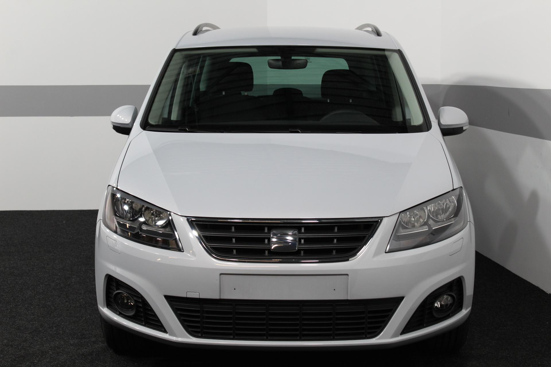 seat alhambra style edition 7 sitzer navi pdc v h. Black Bedroom Furniture Sets. Home Design Ideas