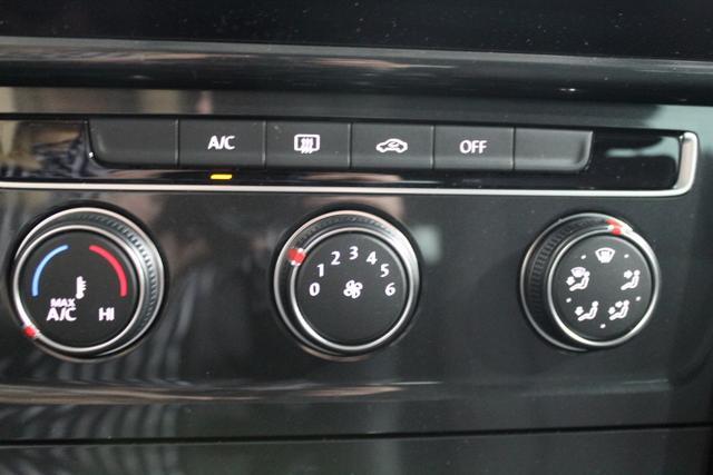 Volkswagen Golf Variant Trendline NAVI LED PDC v+h MF-Lederlenkrad Licht/Regensensor ALU