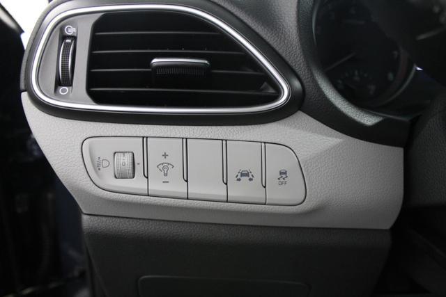 Hyundai i30 STYLE KLIMAAUTOMATIK TEMPOMAT PDC SMART SENSE