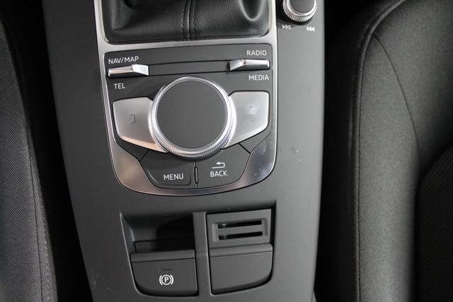 Audi A3 Sportback 30 TDI Business MMI-NAVI XENON SHZ 16ALU TEMPOMAT