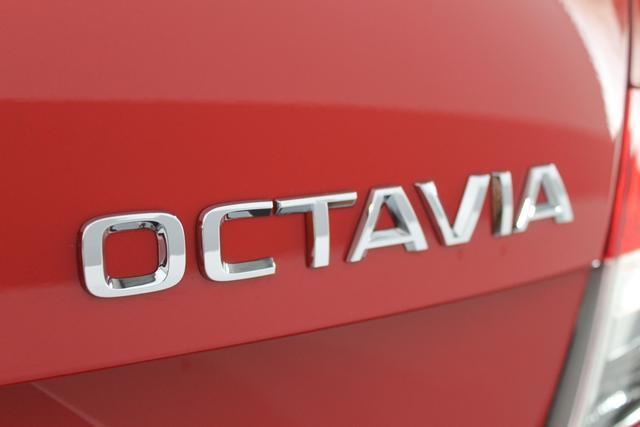 Skoda Octavia STYLE KLIMAAUTOMATIK Rückfahrkamera TEMPOMAT