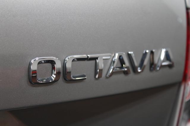 Skoda Octavia Combi ACTIVE PLUS TEMPOMAT BLUETOOTH RADIO KLIMA EL.PAKET