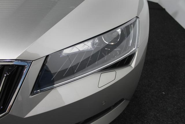 SKODA Superb Style PLUS DSG NAVI XENON SHZ ACC KESSY RFK BSD El.Fahrersitz