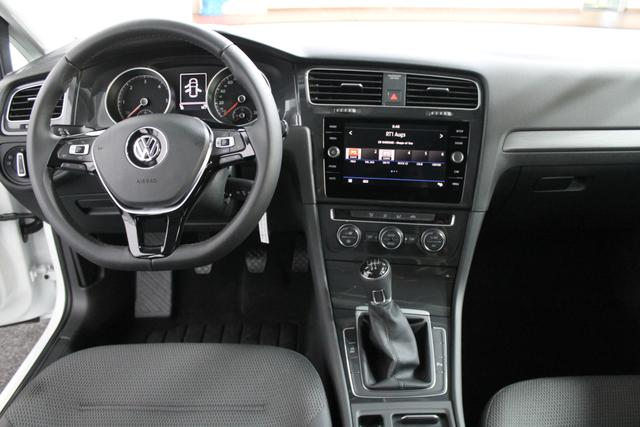 Volkswagen Golf COMFORTLINE PLUS ACC KLIMAAUTOMATIK PDC v+h Licht/Regensensor