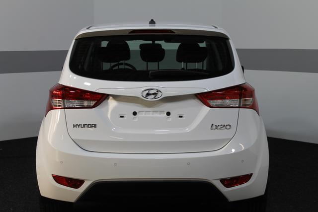 Hyundai ix20 Comfort PLUS KLIMAAUTOMATIK SHZ TEMPOMAT PDC ALU BLUETOOTH
