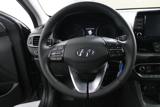 Hyundai i30 PREMIUM PANORAMA NAVI PDC v+h SHZ TEMPOMAT RFK DAB