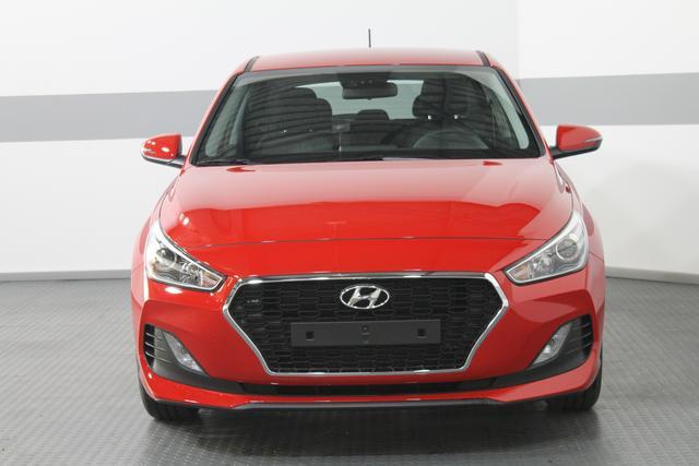 Hyundai i30 - TREND RADIO KLIMA TEMPOMAT AEB DAA FCWS LKAS
