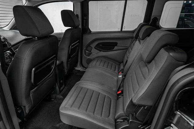 Ford Grand Tourneo 1,5 TDCI AT Connect Titanium - LAGER