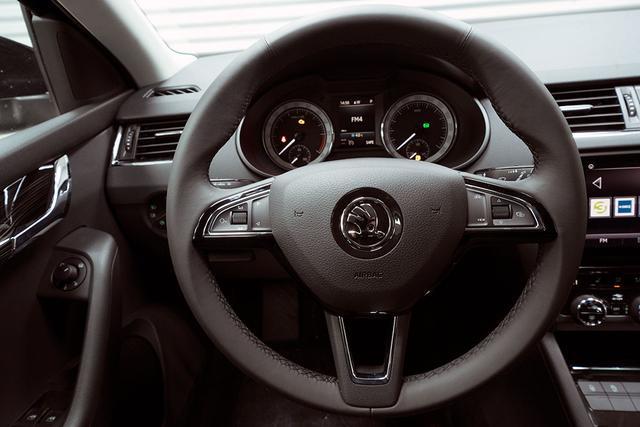 Skoda Octavia Combi - Kombi 2,0 TDI DSG Style Plus - LAGER Gebrauchtfahrzeug