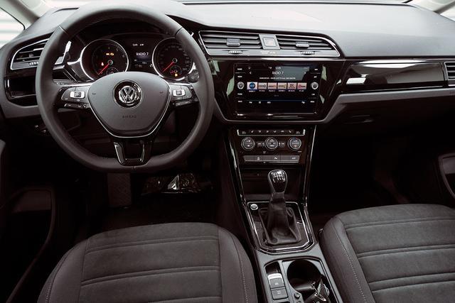 Volkswagen Touran 1,5 TSI R-Line Highline - LAGER