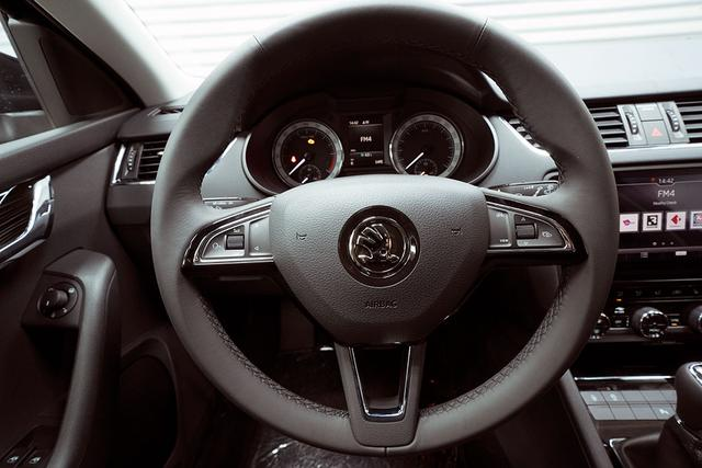 Skoda Octavia Combi - Kombi 2,0 TDI Style Plus - LAGER Lagerfahrzeug
