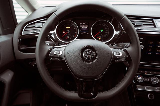 Volkswagen Touran - 1,5 TSI DSG R-Line (Highline) - LAGER Lagerfahrzeug