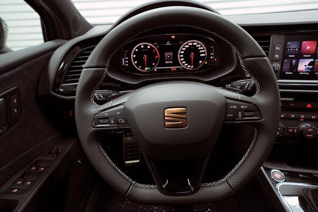 Seat Leon Sportstourer ST - 2,0 TSI DSG 4Drive Cupra Vorlauffahrzeug