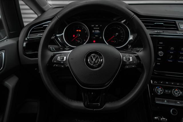 Volkswagen Touran - 1,5 TSI DSG R-Line Highline - LAGER Lagerfahrzeug