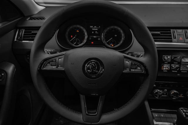 Skoda Octavia Combi - Kombi 2,0 TDI DSG Style Plus - LAGER Lagerfahrzeug