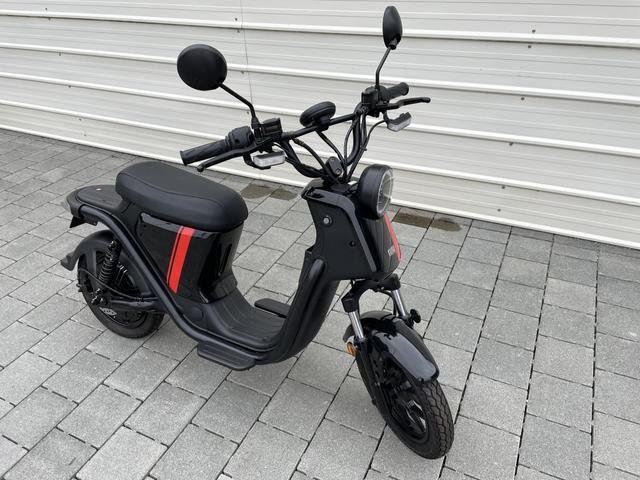 NIU UQi - Serie - Neu E Roller bis 45 km/h