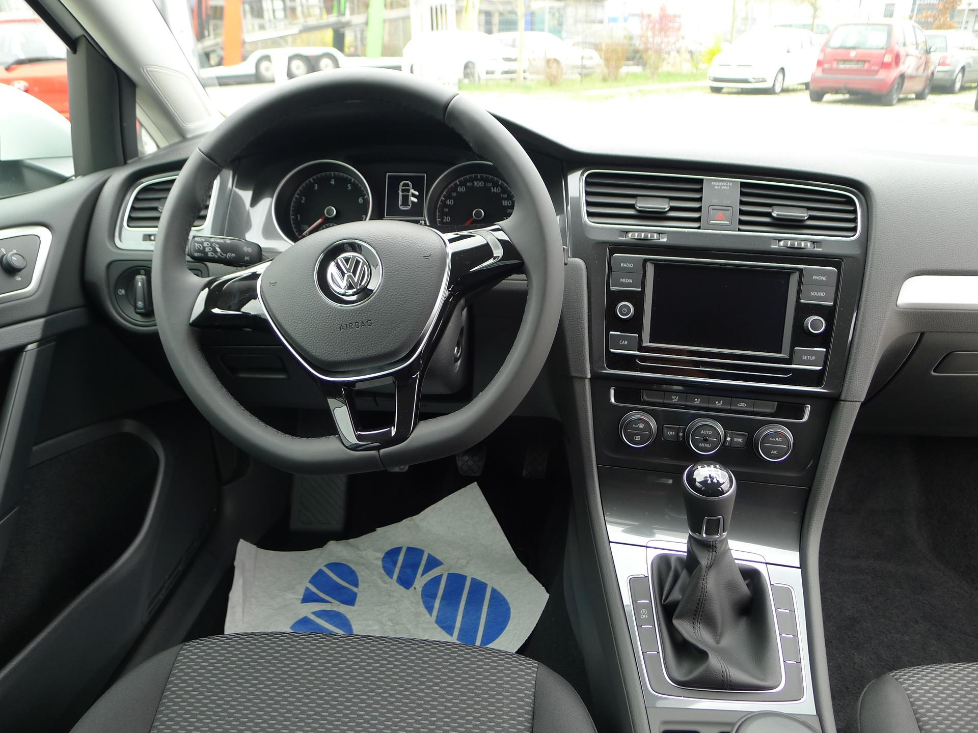 volkswagen golf vii trendline 1 0tsi 81kw neues modell. Black Bedroom Furniture Sets. Home Design Ideas