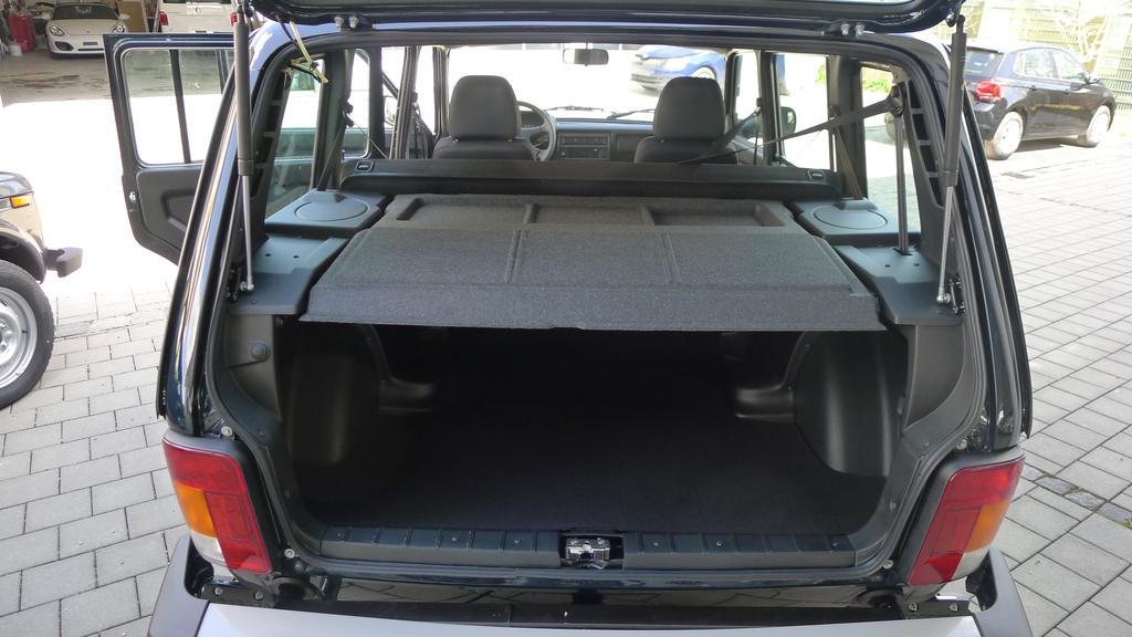 lada niva 1 7 5 t rig 4x4 allrad 61kw ahk eu6dtemp benzin. Black Bedroom Furniture Sets. Home Design Ideas