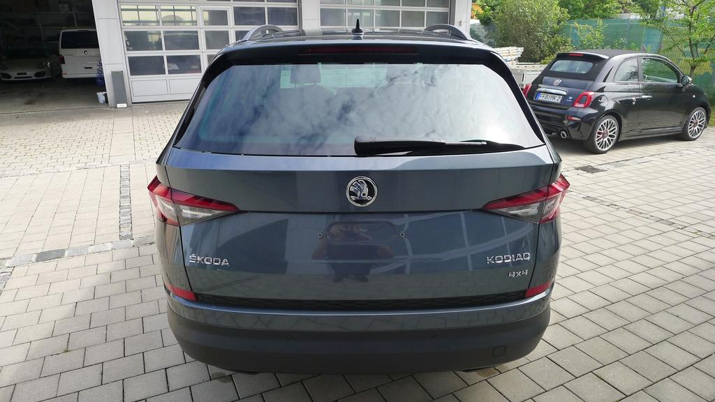 skoda kodiaq business 2 0tdi scr 4x4 110kw 7 sitzer led. Black Bedroom Furniture Sets. Home Design Ideas