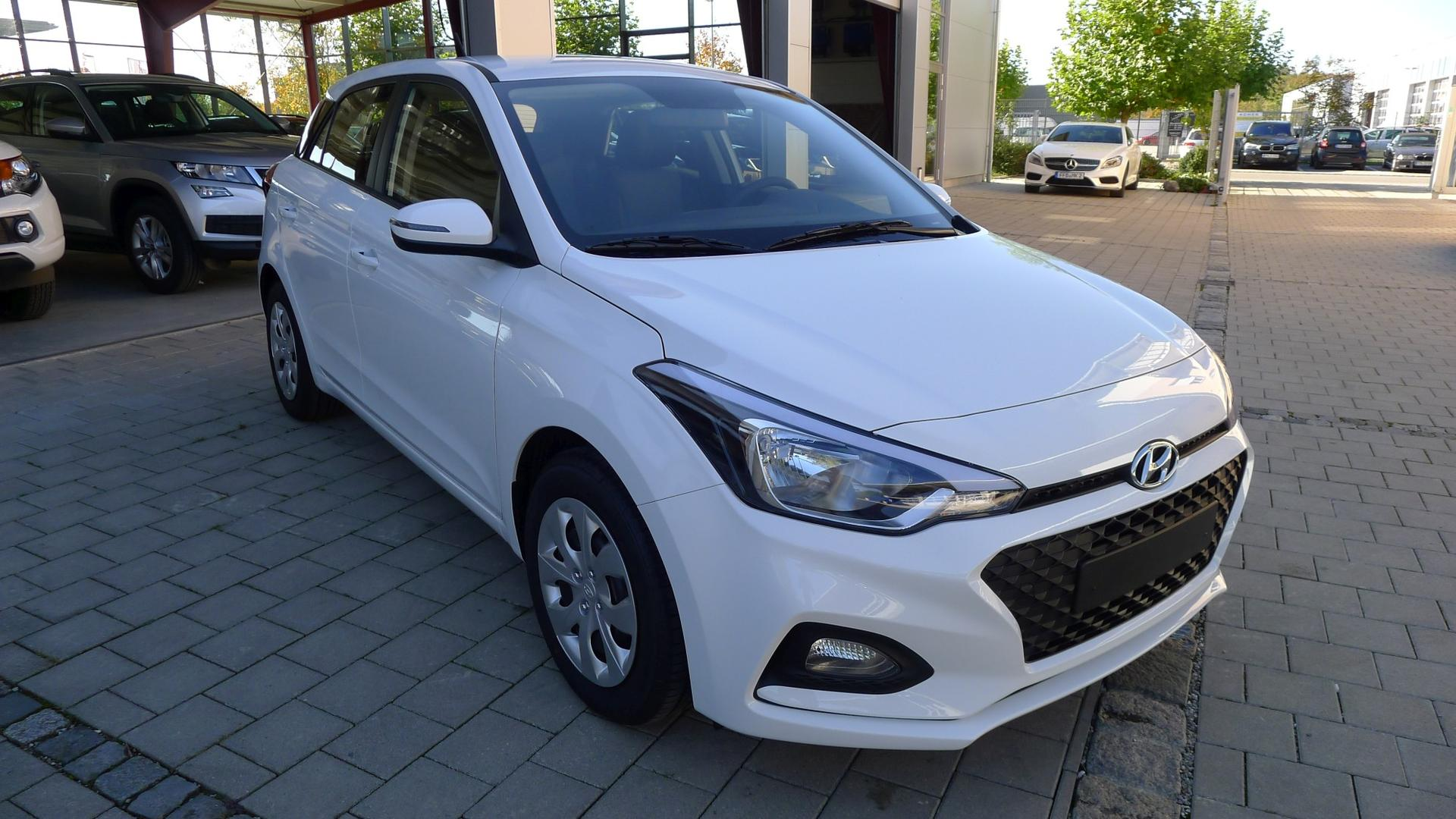 hyundai i20 neues modell 1 2 cool sound 55kw klima. Black Bedroom Furniture Sets. Home Design Ideas