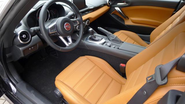 Fiat 124 Spider LUSSO 1.4TURBO 103kW LED NAVI LEDER