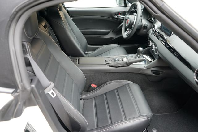 Fiat 124 Spider LUSSO 1.4TURBO 103kW LED NAVI LEDER BOSE