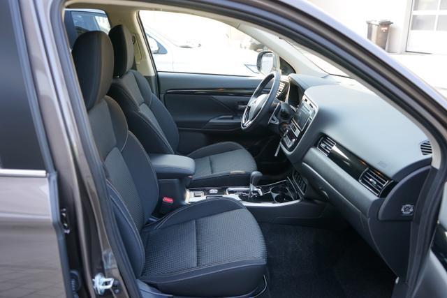 "Mitsubishi Outlander 2.0 110kW 4WD Automatik INTENSE LED KAMERA DAB 18""ALU"