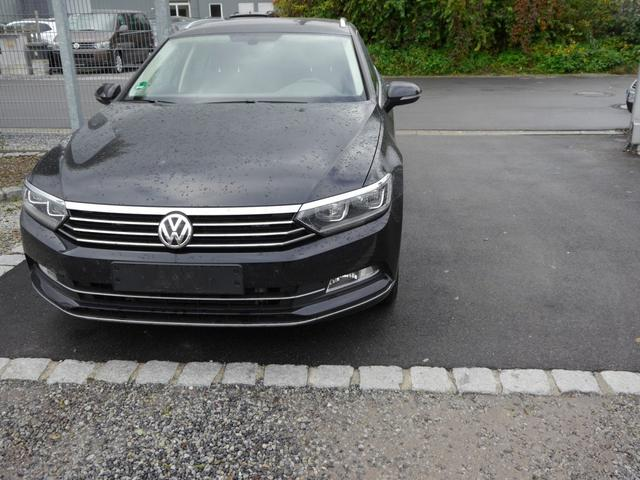 Volkswagen Passat Variant - 2.0 TDI DPF HIGHLINE * BMT LED-SCHEINWERFER NAVI PARK ASSIST SHZG