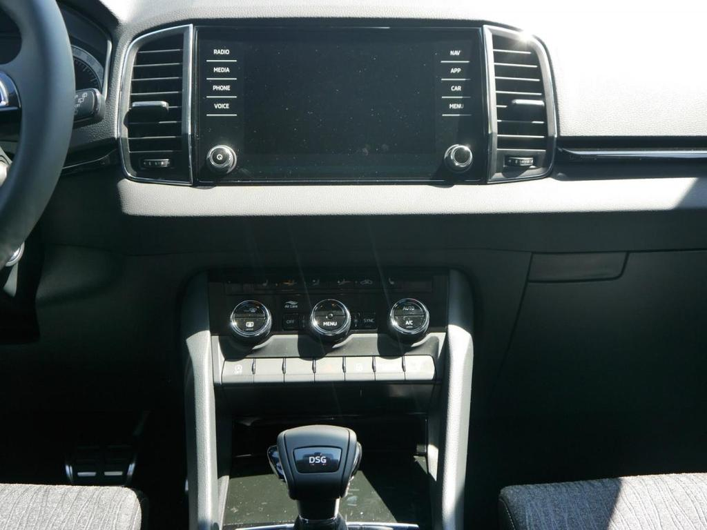 skoda karoq 1 5 tsi dsg style navi led scheinwerfer pdc. Black Bedroom Furniture Sets. Home Design Ideas