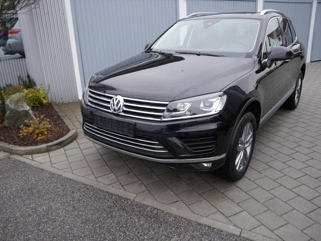 Volkswagen Touareg - 3.0 V6 TDI DPF SCR AUTOMATIC * BMT AHK LUFTFEDERUNG LEDER PANORAMA-SD 19 ZOLL