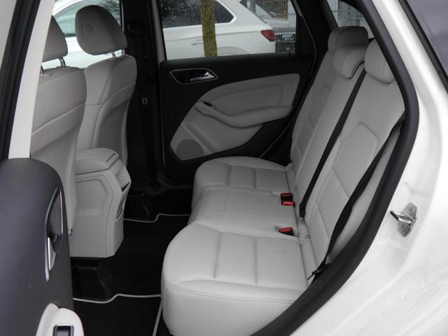 Mercedes-Benz B-Klasse B 180 URBAN * 7G-DCT NIGHT-PAKET LEDER PANORAMA-SD 18 ZOLL LED NAVI