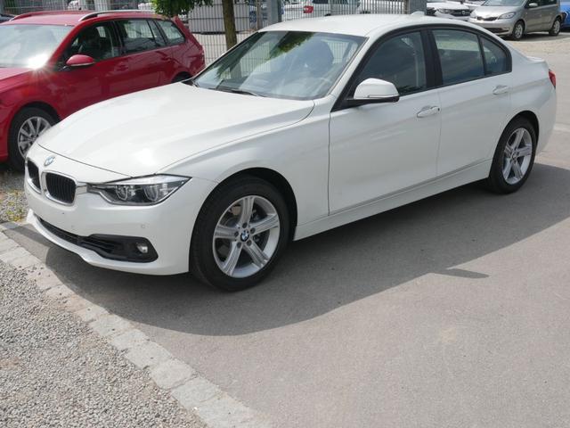 BMW 3er - 318i ADVANTAGE * LED-SCHEINWERFER PARKTRONIC SITZHEIZUNG TEMPOMAT 17 ZOLL