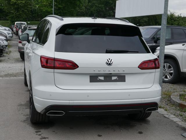 Volkswagen Touareg - 3.0 V6 TDI SCR 4M R-LINE * LEDER INNOVISION COCKPIT LUFTFEDERUNG IQ. LIGHT PANORAMA AHK 21 ZOLL