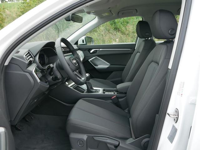 Audi Q3 35 TFSI CoD * MMI NAVI PLUS LED PDC SHZG VIRTUAL COCKPIT TEMPOMAT 17 ZOLL