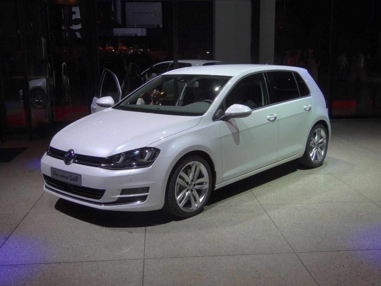 volkswagen golf 7 highline 1 4 tsi 125 ps led scheinw. Black Bedroom Furniture Sets. Home Design Ideas