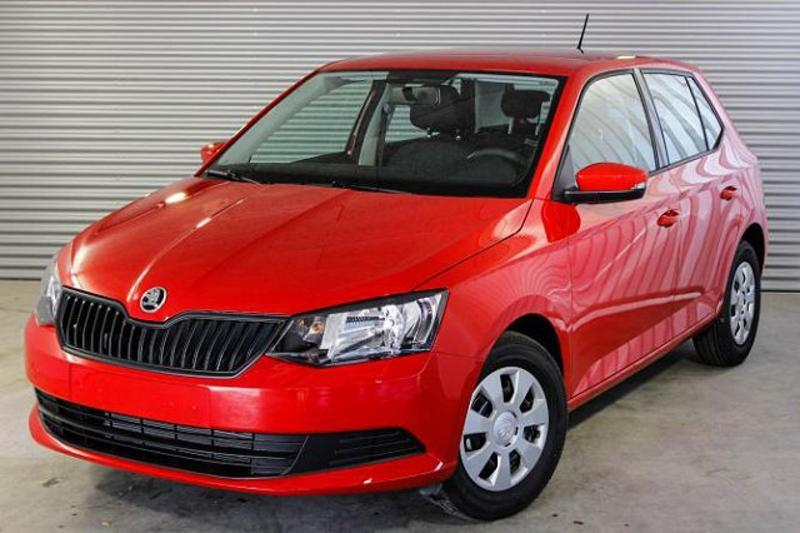 skoda fabia active 1 0 mpi 75 ps klima radio abs esp. Black Bedroom Furniture Sets. Home Design Ideas