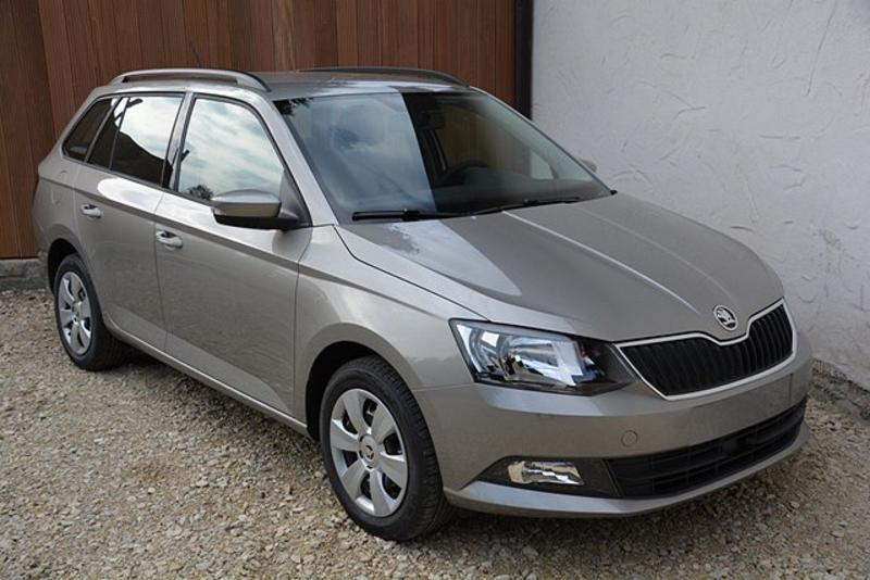 skoda fabia combi active 1 0 mpi 75 ps 5 j garantie radio abs esp kopf seitenairbags. Black Bedroom Furniture Sets. Home Design Ideas