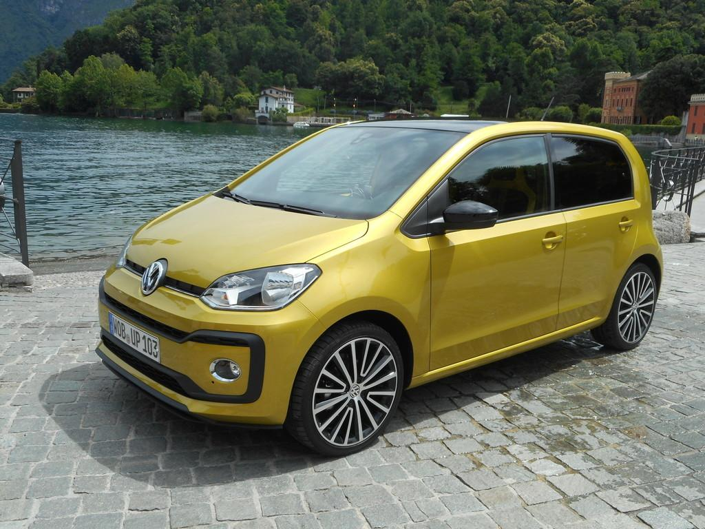volkswagen up high 1 0 tsi 90 ps klima sitzhzg radio zv alu airbags abs esp reimport. Black Bedroom Furniture Sets. Home Design Ideas