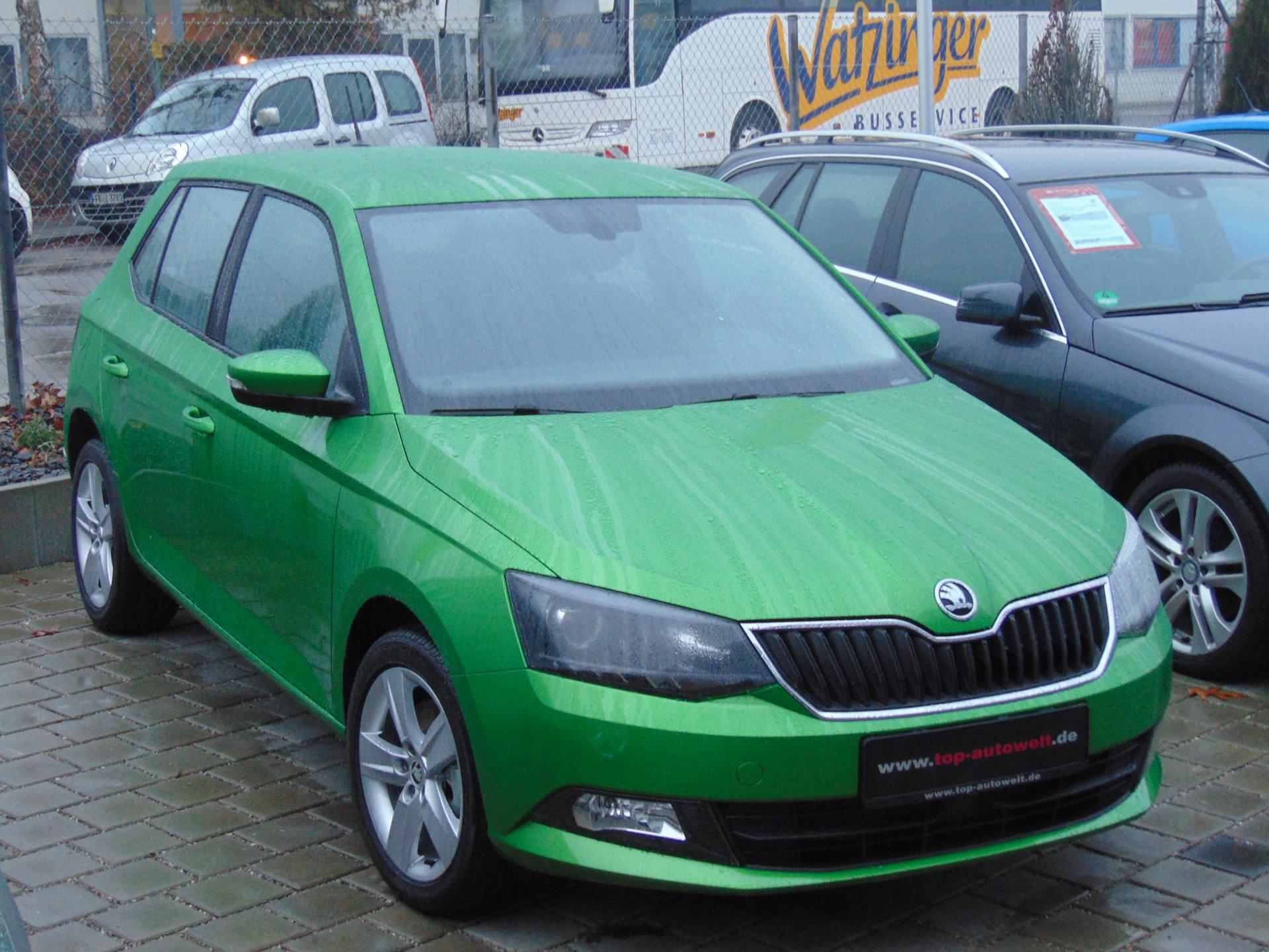 skoda fabia active 1 0 mpi 75 ps 5 j garantie radio abs esp kopf seitenairbags reimport. Black Bedroom Furniture Sets. Home Design Ideas