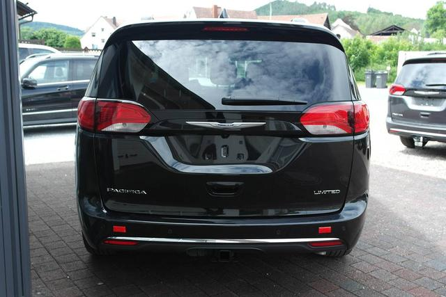 2017 Chrysler Pacifica Limited - PXR Brilliant Black