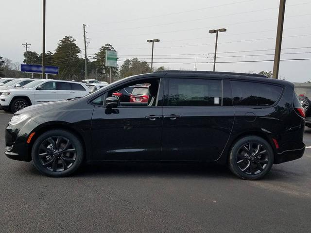 2018 Chrysler Pacifica Limited S Appearance - PXR Brilliant Black
