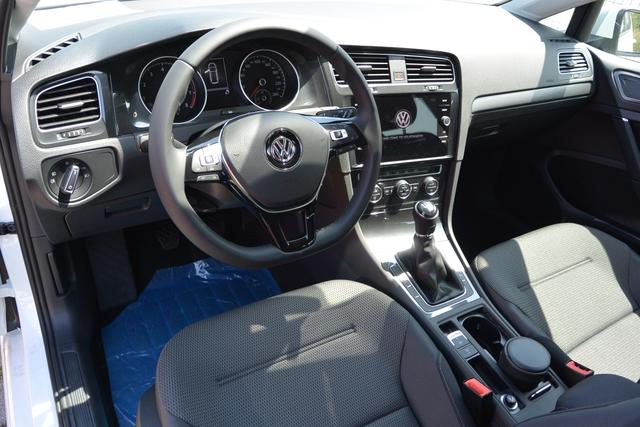 Reimport EU Neuwagen VW Golf Variant Kombi Interieur Schwarz Comfortline 3-Speichen-Lederlenkrad Multifunktionslenkrad Radio Composition Media, 8 Zoll Touchscreen-Farbdisplay