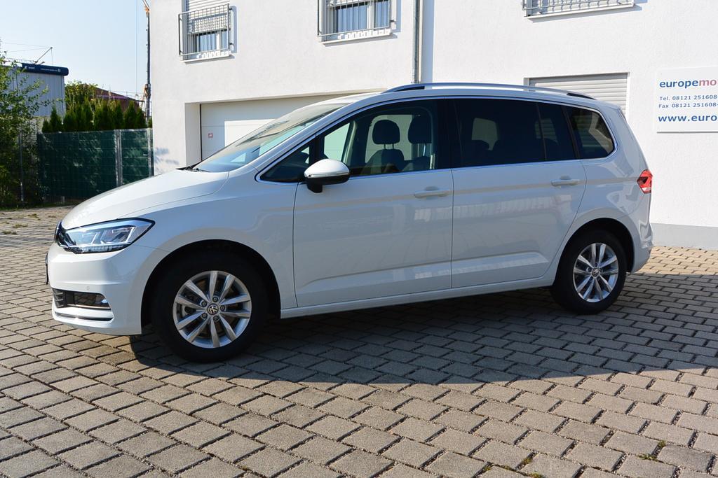 VW Touran Reimport EU-Neuwagen bei europemotors nahe München günstig kaufen