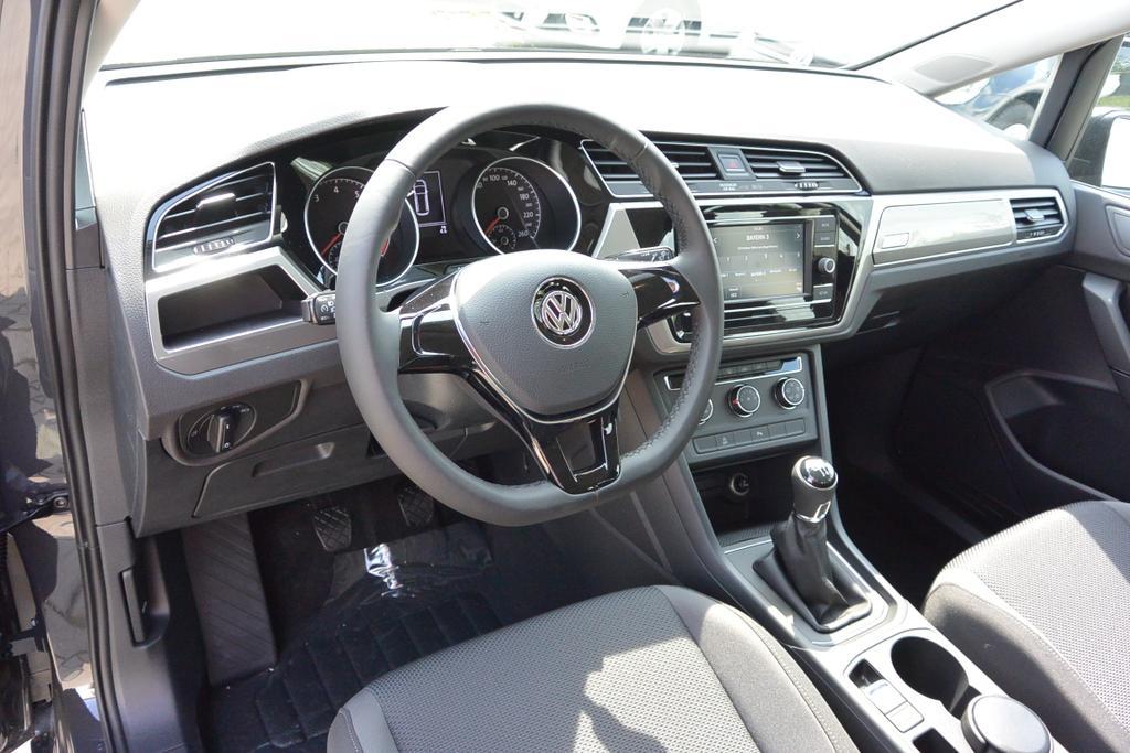 VW Touran Reimport EU-Neuwagen bei europemotors.de in der Nähe von München günstig kaufen!