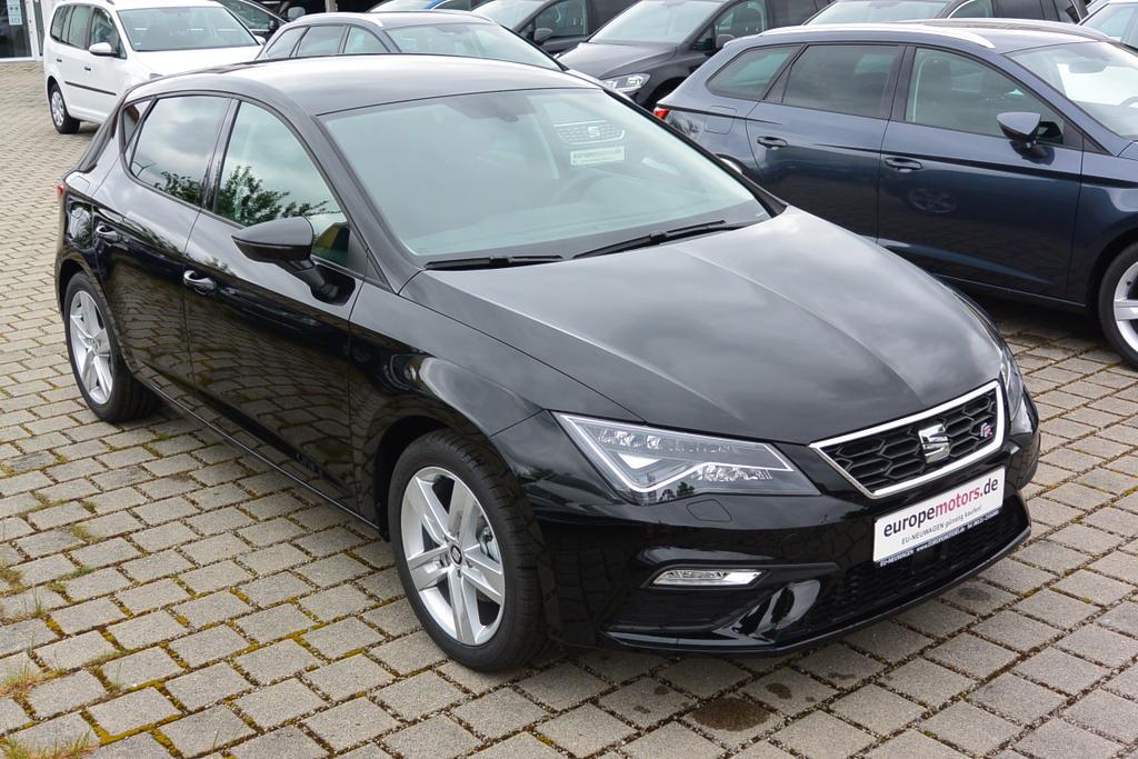 Seat Leon FR Reimport EU-Neuwagen mit Top-Rabatt günstig kaufen! Hier in Midnight Schwarz Metallic - wunderschön!