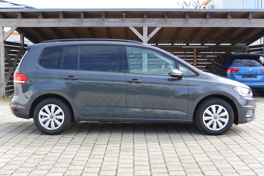 VW Touran Comfortline Reimport EU Neuwagen Tageszulassung bei europemotors in Neufinsing bei München nahe Erding