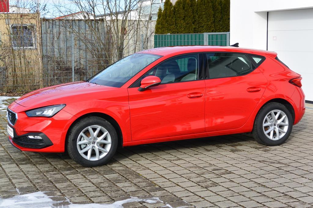 Seat Leon Style Farbe Pure Rot EU-Reimport günstig kaufen bei europemotors in Neufinsing bei München