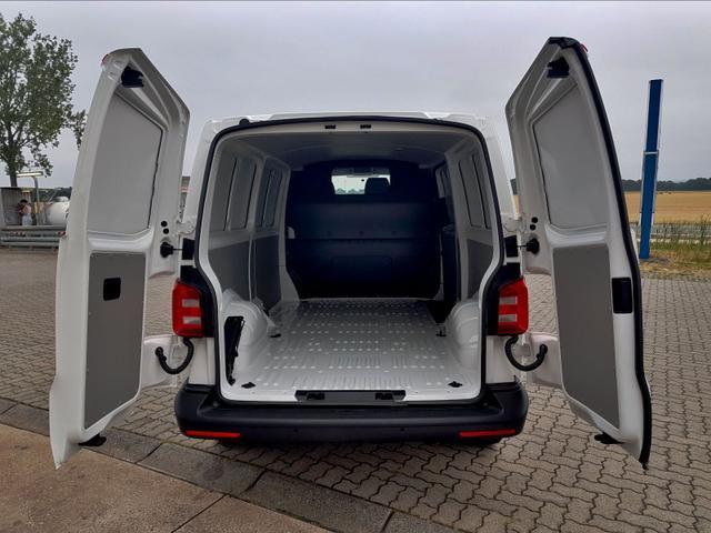 Volkswagen / T6 Transporter /  /  /  /