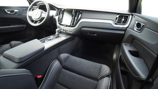 Volvo XC60 R-Design MJ 2021 / PDC h NAVI